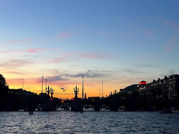 Zomerdagen Amstel varen zonsondergang