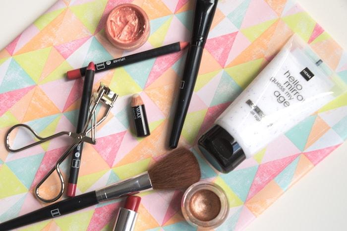 Make-up van de Hema scrub eyebrow wax
