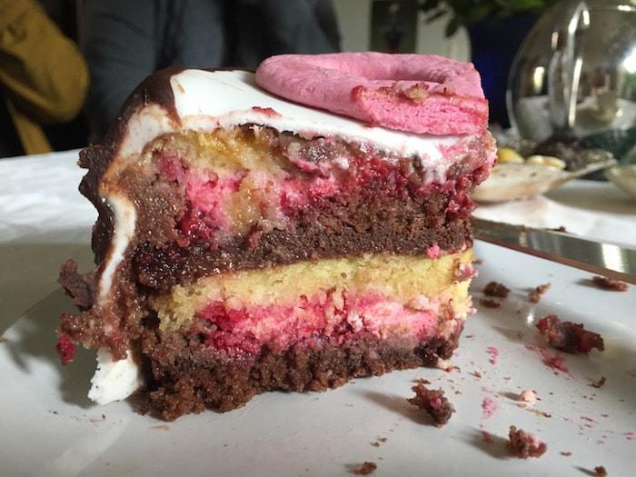 De binnenkant van de taart voor Anna