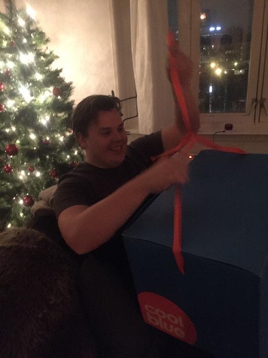 Jan met kerstcadeau