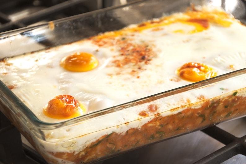 Bonenmeuk met witte bonen in tomatensaus